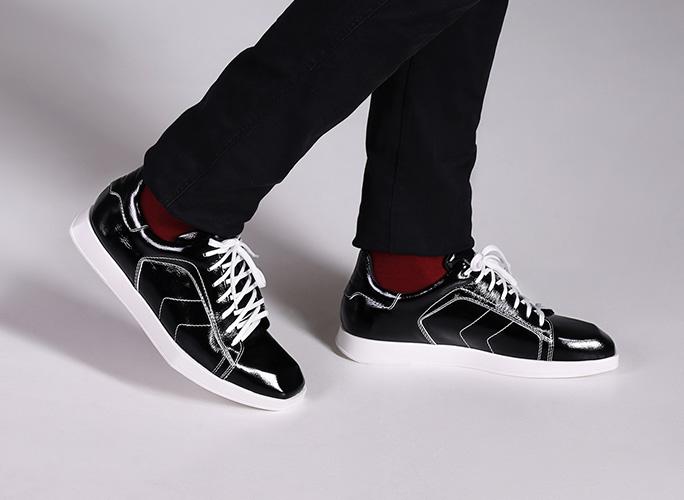 Men's square toe flat sneakers